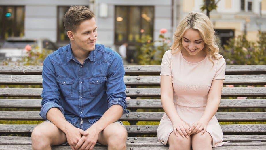 Flirtsignale der Frau erkennen, mit schüchternen Frauen umgehen