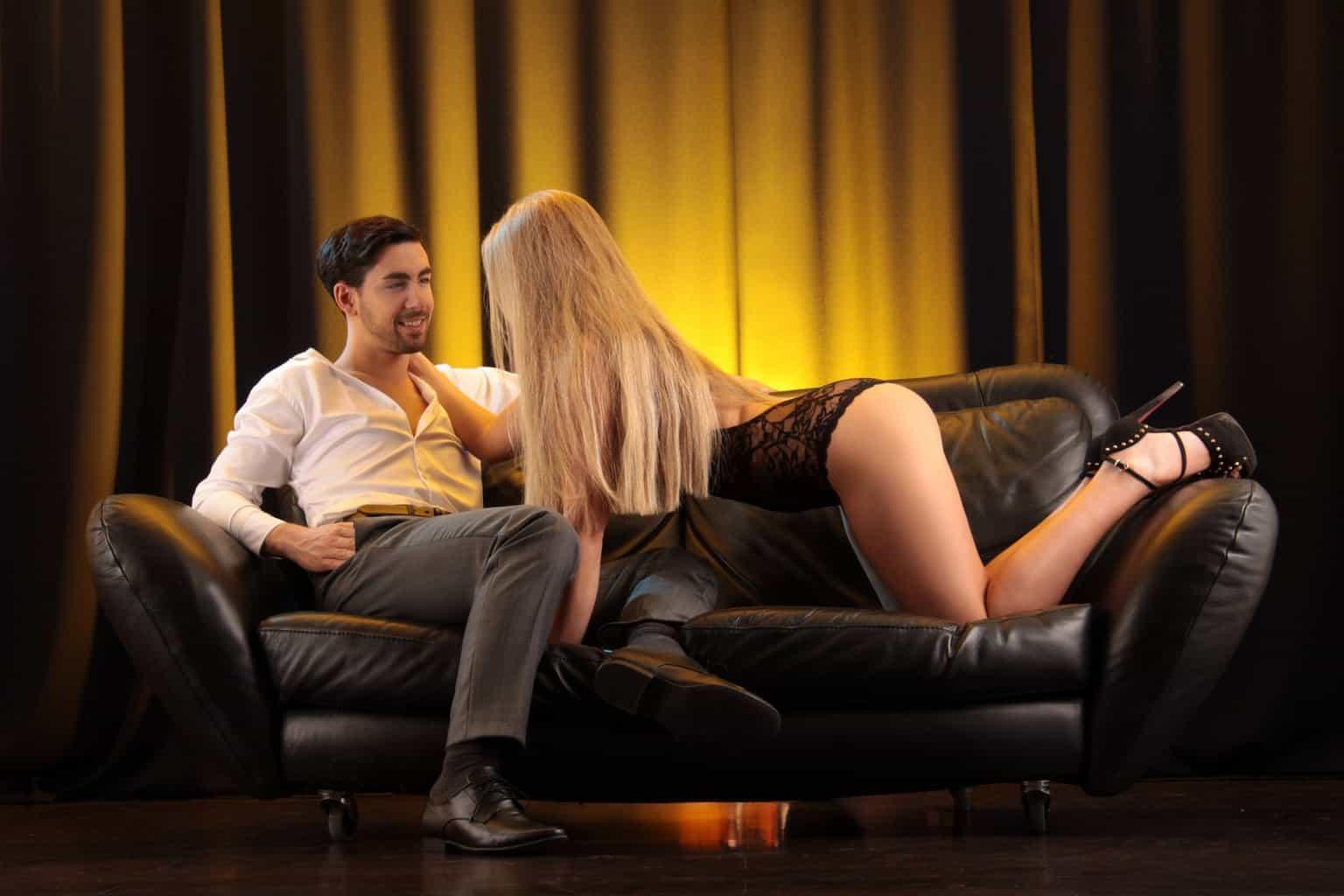 Das perfekte Date in Deiner Wohnung Frau verführt Mann